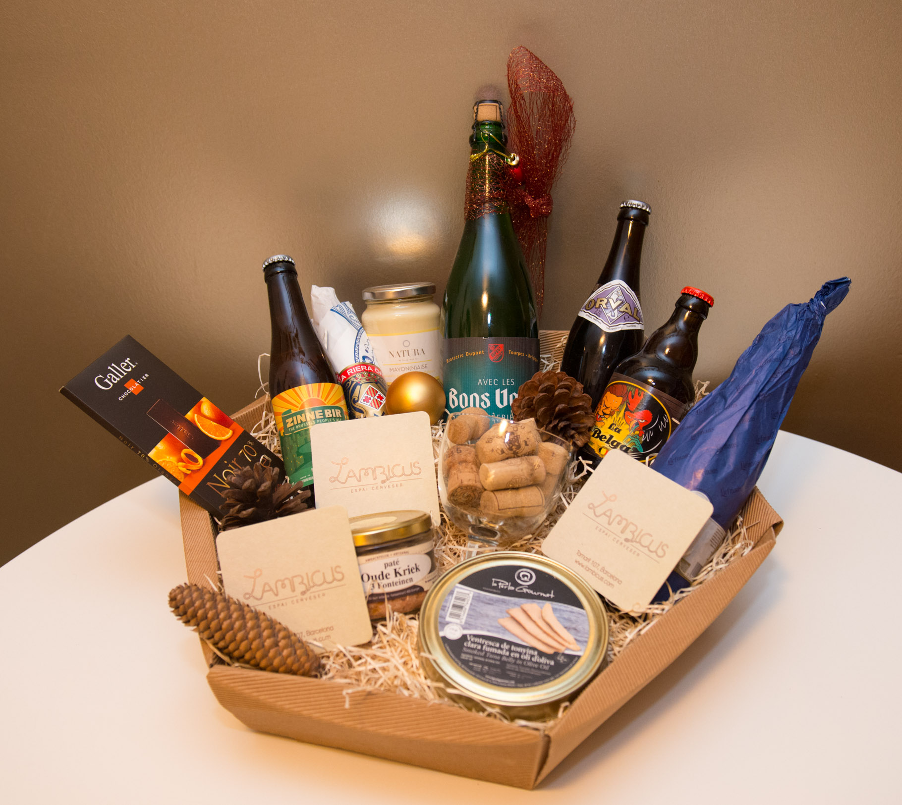 Lambicus - Christmas hampers & invisible friends